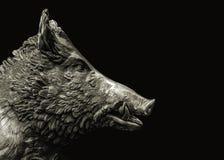 Fondo salvaje de la oscuridad de la escultura del cerdo Fotos de archivo libres de regalías