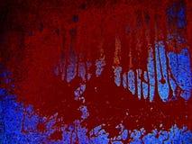 Fondo sangriento asustadizo Peligro, un charco de la sangre en un fondo azul, manchas marrones de la matanza fotos de archivo