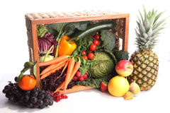 Fondo sano di cibo La frutta e le verdure differenti di fotografia dell'alimento hanno isolato il fondo bianco Fotografie Stock Libere da Diritti