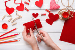 Fondo scrapbooking fatto a mano di giorno di S. Valentino, carta dei cuori di taglia incolla Immagini Stock