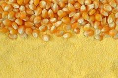 Fondo seco de los corazones de maíz y de la harina de maíz Foto de archivo libre de regalías