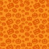 Fondo senza cuciture con Halloween arancio festivo, zucche senza fine del modello scolpite Immagine Stock Libera da Diritti