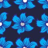 Fondo senza cuciture con i fiori blu su un grey scuro del fondo Fotografia Stock Libera da Diritti