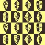 Fondo senza cuciture con le maschere rituali africane Immagini Stock