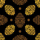 Fondo senza cuciture con oro ed elementi marroni su una parte posteriore del nero Immagine Stock Libera da Diritti
