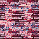 Fondo senza cuciture dell'illustrazione del modello del muro di mattoni rosso con la foglia royalty illustrazione gratis