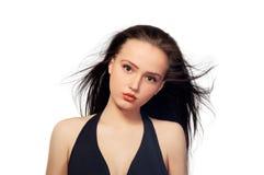 Fondo serio castana abbastanza dai capelli lunghi di bianco della ragazza Fotografie Stock Libere da Diritti