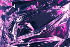 Fondo sgualcito astratto della stagnola Fondo della foto di lerciume Colori al neon Colori rosa e viola fotografia stock libera da diritti
