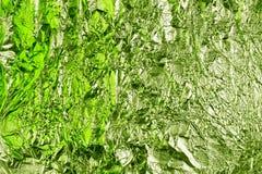 Fondo sgualcito astratto della stagnola Fondo della foto di lerciume colori Erba verdi fotografie stock libere da diritti