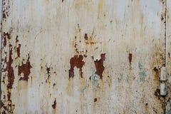 Fondo sgualcito dello strato decomposto metallo della ruggine bianca ampio Struttura d'acciaio corrosa fotografie stock