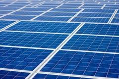 Fondo sin fin de los paneles solares de la energía renovable Fotos de archivo libres de regalías