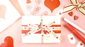 Fondo sopraelevato di San Valentino felice con il chiarore della lente immagine stock
