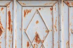 Fondo sporco arrugginito della porta del metallo strutturato fotografia stock