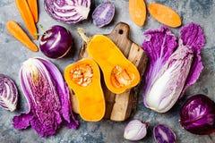 Fondo stagionale delle verdure di autunno di inverno Vegano basato pianta o concetto di cottura vegetariano Alimento pulito di ci fotografia stock