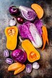 Fondo stagionale delle verdure di autunno di inverno Vegano basato pianta o concetto di cottura vegetariano Alimento pulito di ci fotografie stock libere da diritti