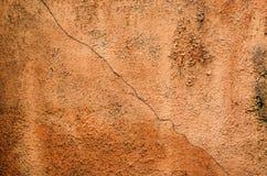Fondo stagionato arancio della parete del gesso Fotografia Stock