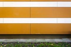 Fondo a strisce moderno di struttura della parete fotografie stock libere da diritti