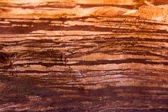 Fondo a strisce rosso di struttura della roccia Fotografia Stock Libera da Diritti