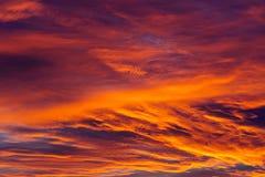 Fondo stupefacente del cielo con le nuvole nell'alba Immagini Stock Libere da Diritti
