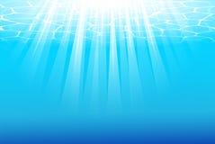 Fondo subacuático azul con los rayos de sol Imágenes de archivo libres de regalías