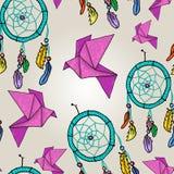 Fondo sveglio con gli origami ed i collettori di sogno Fotografie Stock