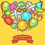 Fondo sveglio di viaggio con gli scarabocchi di kawaii Raccolta di estate dei personaggi dei cartoni animati allegri sole, aeropl Immagine Stock