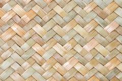 Fondo tailandés tradicional de la naturaleza del modelo del estilo de la superficie de mimbre de la artesanía de la textura marró Imagen de archivo libre de regalías