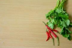 Fondo tailandese di legno del peperoncino rosso e del sedano Fotografia Stock Libera da Diritti