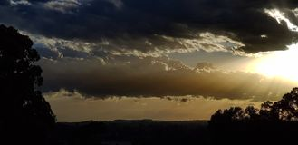 Fondo tempestoso drammatico del cielo fotografie stock