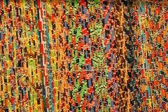 Fondo, textura de la alfombra hecha a mano coloreada Manta de la tela de pequeños remiendos Fotos de archivo