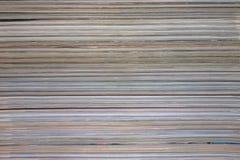 Fondo, textura de una pila de revistas imagen de archivo libre de regalías