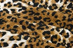 Fondo texturizado abstracto de la tela doblada del estampado de animales imagenes de archivo