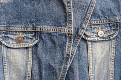 Fondo texturizado chaqueta vieja superficial de la mezclilla del primer fotos de archivo