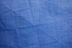 Fondo texturizado de la tela arrugada azul foto de archivo