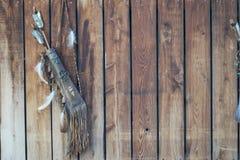 Fondo tribale dell'arco e delle piume Immagine Stock Libera da Diritti