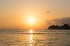 Fondo tropical del paisaje de la puesta del sol Imagen de archivo libre de regalías