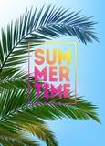 Fondo tropicale di estate con le palme, il cielo ed il tramonto Carta dell'invito dell'aletta di filatoio del manifesto del carte Immagini Stock Libere da Diritti