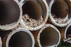 Fondo tubi concreti per le condotte concrete sotterranee quali i corsi di acqua, ecc immagini stock libere da diritti