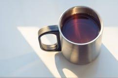 Fondo turistico d'acciaio di bianco della tazza Fotografia Stock