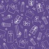Fondo ultravioletto di colore con i contenitori di regalo disegnati a mano Vector il reticolo senza giunte Fotografia Stock
