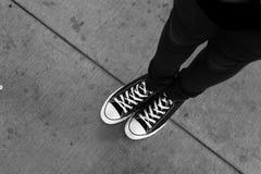 Fondo urbano de la acera, blanco y negro Fotos de archivo libres de regalías