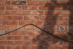 Fondo urbano del muro di mattoni rosso di struttura di lerciume retro carta da parati d'annata del vecchio contesto astratto immagine stock libera da diritti