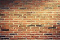 Fondo urbano, pared de ladrillo roja Imagen de archivo libre de regalías