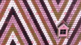 Fondo variopinto con l'ornamento ad angolo geometrico dalle mattonelle di tetto Immagini Stock Libere da Diritti