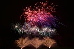 Fondo variopinto dei fuochi d'artificio Fotografie Stock Libere da Diritti