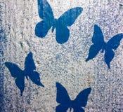 Fondo variopinto di legno con le farfalle Fondo immagini stock libere da diritti