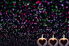 fondo variopinto di Natale con le candele immagine stock