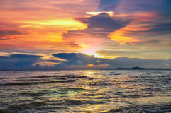 Fondo variopinto di tramonto, tramonto di estate a PATAYA TAILANDIA Immagini Stock Libere da Diritti