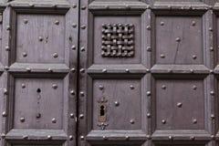 Fondo: vecchia porta di legno Stile Europa medievale & x28; France& x29; Immagini Stock Libere da Diritti