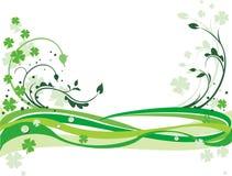 Fondo verde con los tréboles Imagen de archivo